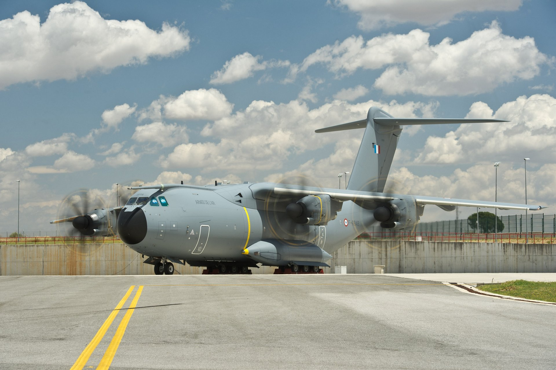 Airbus Military's second production A400M, which will be delivered to the French Air Force, successfully completed its first engine runs at the Seville, Spain assembly facility in preparation for a May 2013 maiden flight
