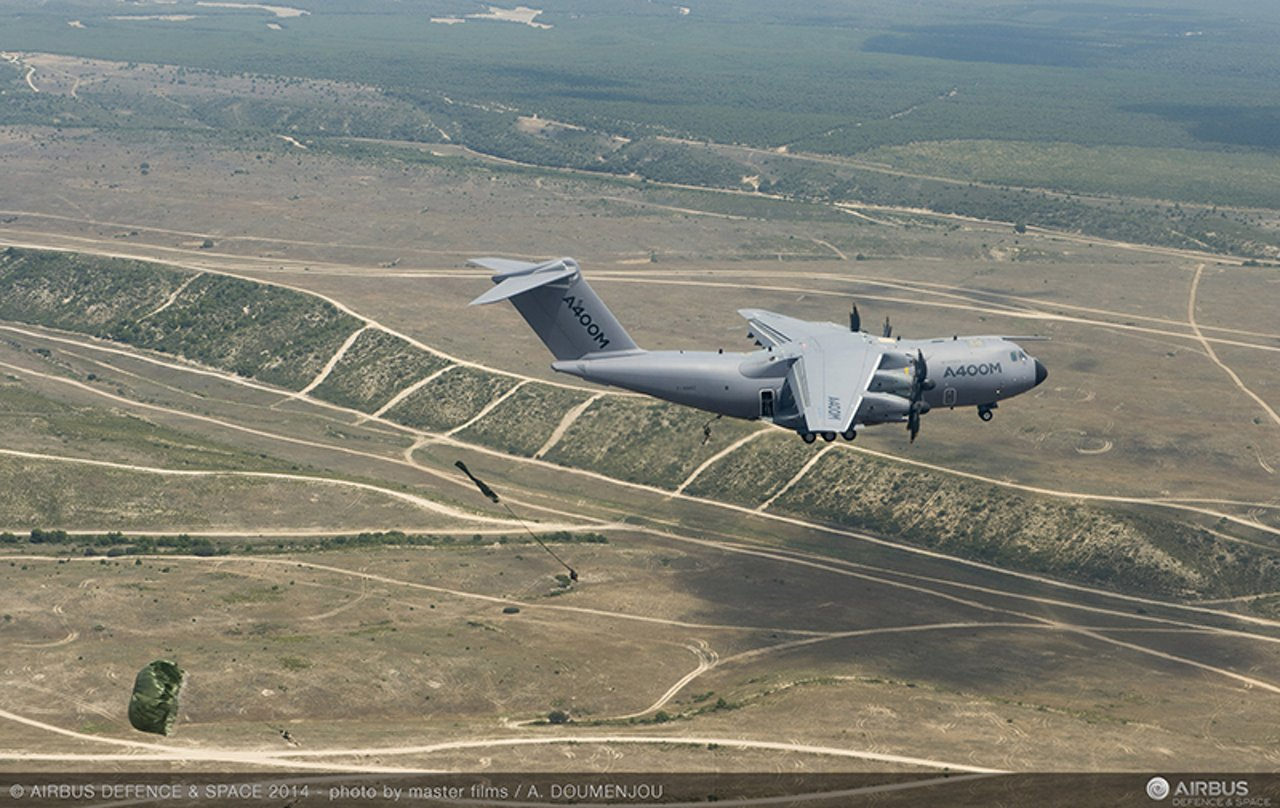 Airbus A400M conducts first paratrooping trials