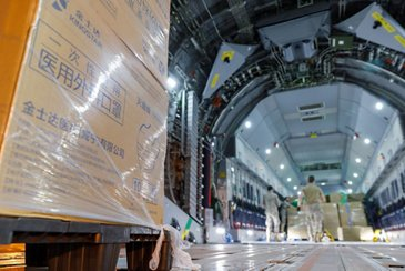 Airbus A400M transports masks to Spain in support of COVID-19 crisis efforts