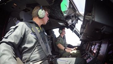 A400m Simultaneous Deployment 80 Paratroopers - Footage