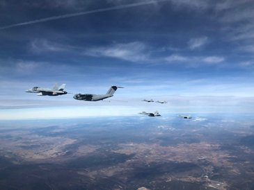 A400M refuelling F-18