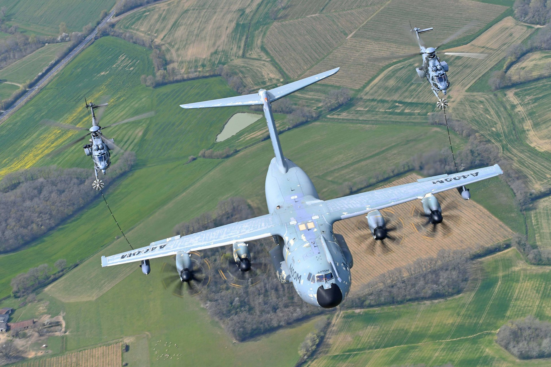 The Airbus A400M new generation airlifter has successfully conducted a major helicopter air-to-air refuelling certification campaign, completing a majority of its development activities. In 2021, Airbus Defence and Space aims to achieve full helicopter air-to-air refuelling certification with the conclusion of all mandatory night operation trials