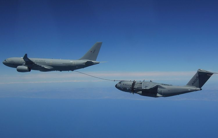 First air-to-air refuelling of the Airbus A400M from the A330 MRTT
