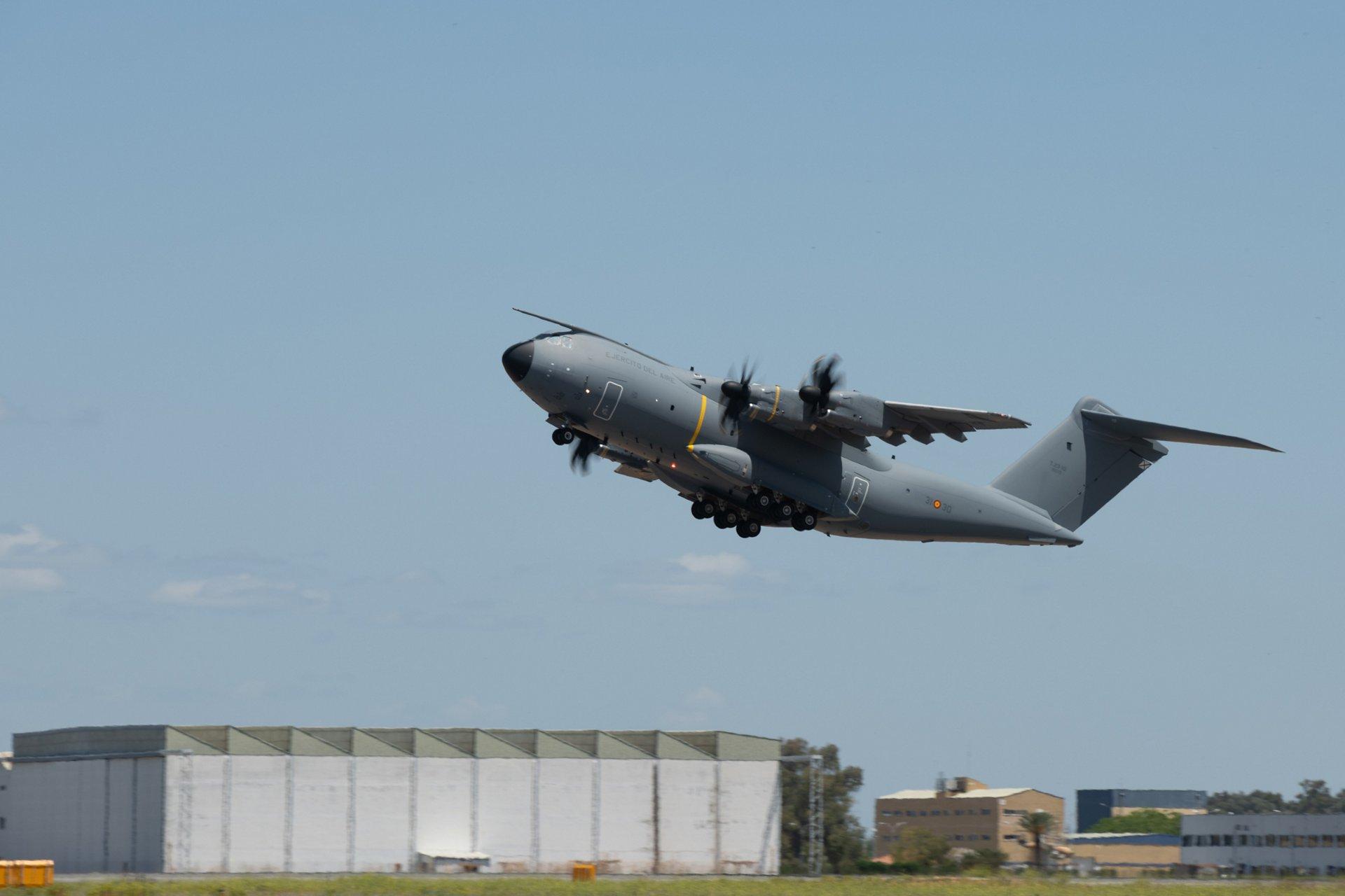 乐动体育app靠谱吗空客已经交付了100架MSN111 A400M运输机,这是西班牙空军的第十架A400M运输机。飞机于5月24日进行了从塞维利亚到萨拉戈萨的轮渡飞行,那里是西班牙A400M舰队的基地。