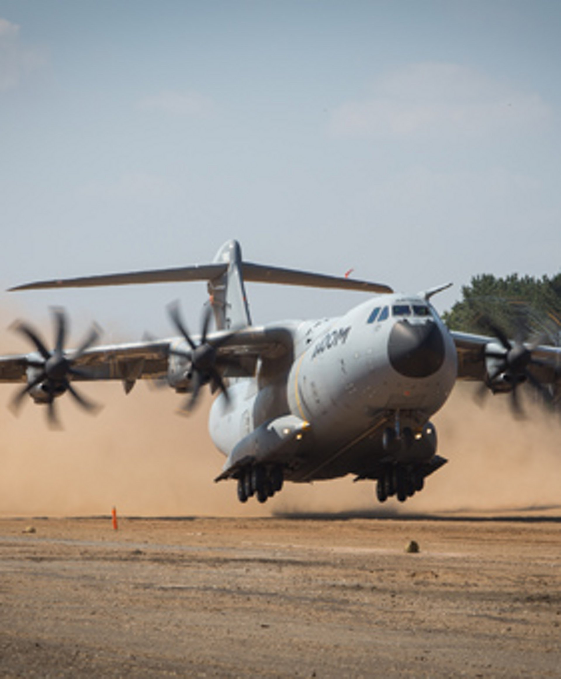 A400M demonstrates sand runway capability