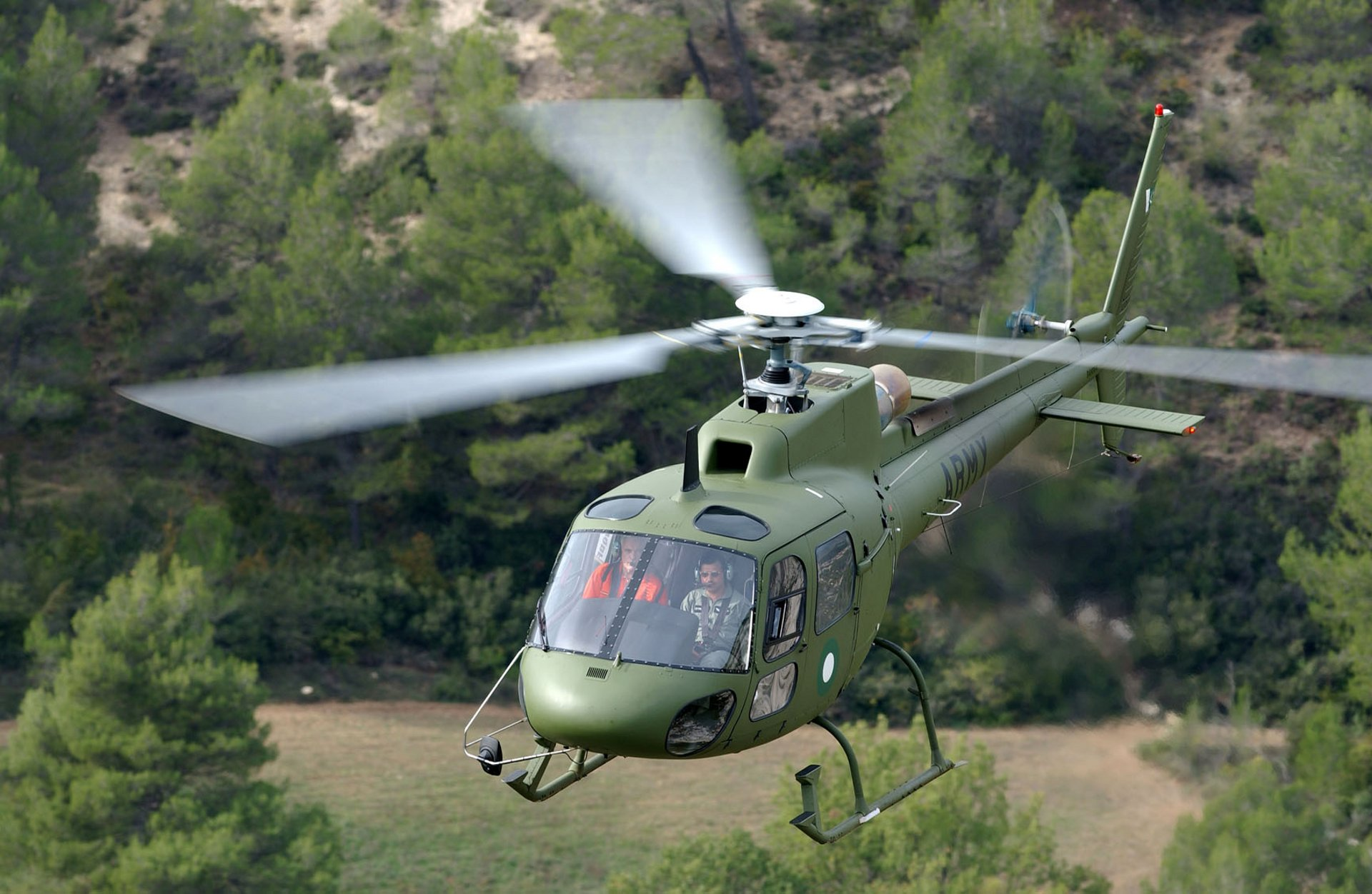 Airbus' two-tonne H125M (formerly the AS550 C3e Fennec) responds to military requirements for a cost-effective armed platform with a very small footprint and excellent manoeuvrability.