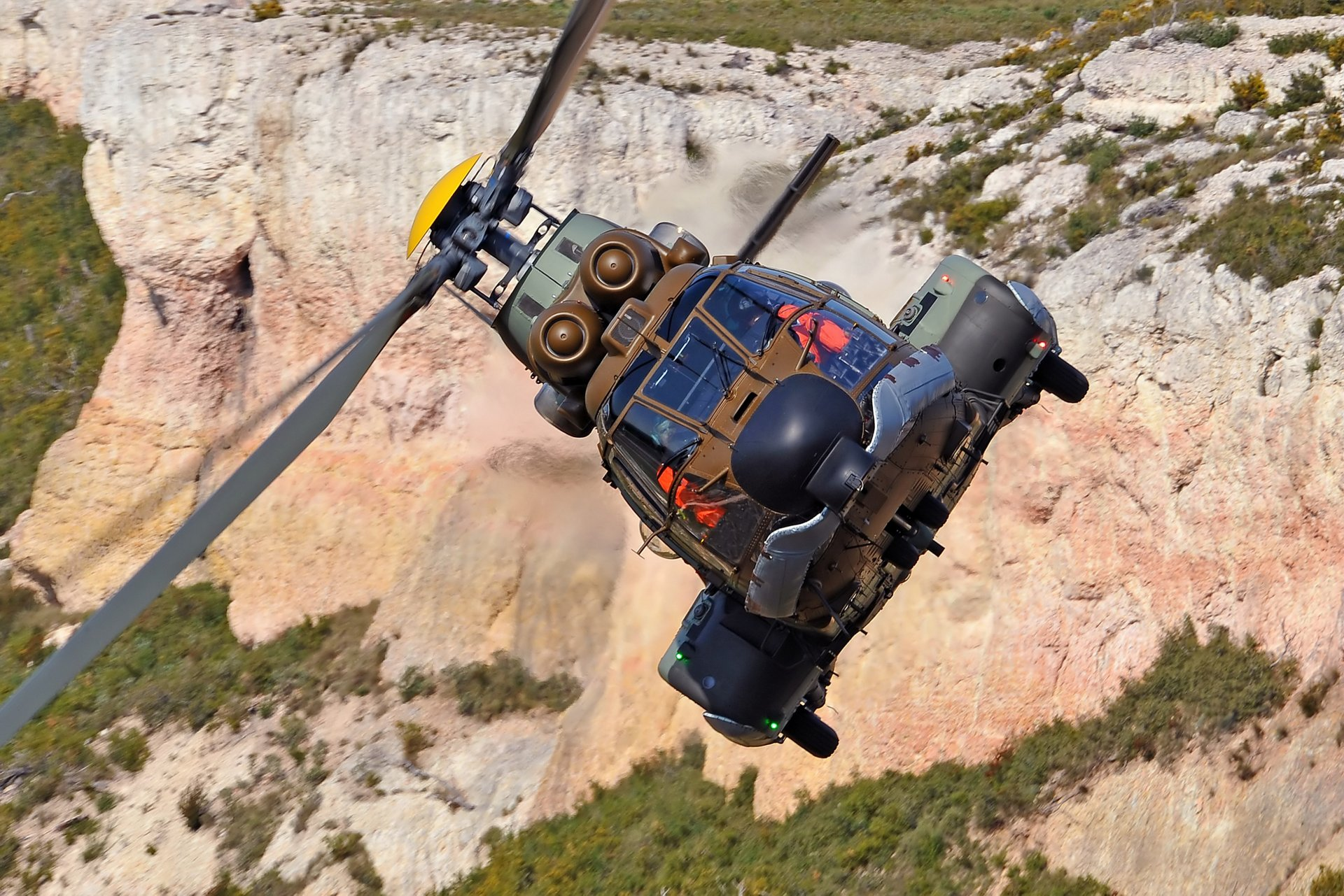 The H215M is a nine-tonne-class rotorcraft from Airbus' Cougar/Super Puma family, combining the product line's mission-proven ruggedness with a full glass cockpit, modern avionics, competitive operating and maintenance costs, and the ability to be armed for ground attack and support missions.
