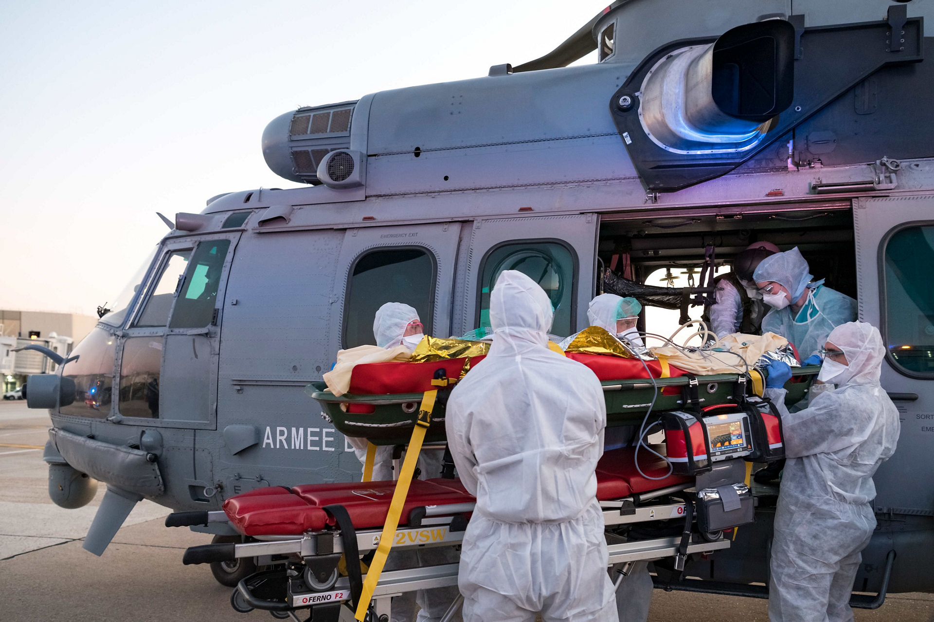 On April 1, 2020, two Caracals from BA 120 in Cazaux were used to transport Covid-19 patients from Ile-de-France.