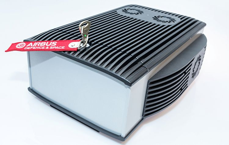 Small TB3hp Tetra base station with high power inside