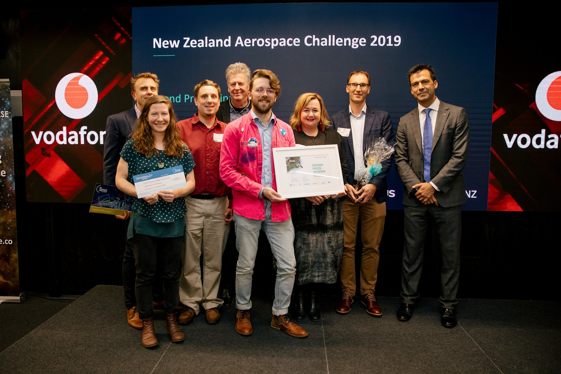 Seequent - winning team in the New Zealand Aerospace Challenge 2019. With the team are the Hon Dr Megan Woods, New Zealand Minister for Science, Research and Innovation and Valentin Merino, Head of Airbus Defence and Space Australasia