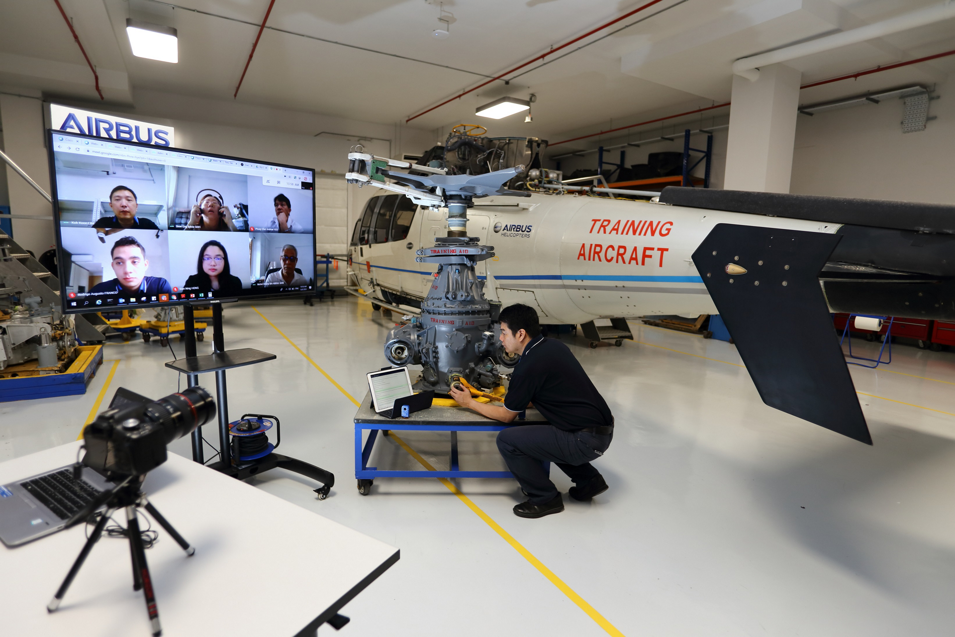Airbus Helicopters' distance learning comes two formats: virtual classroom sessions, which are led by an instructor, and e-learning modules for independent study.