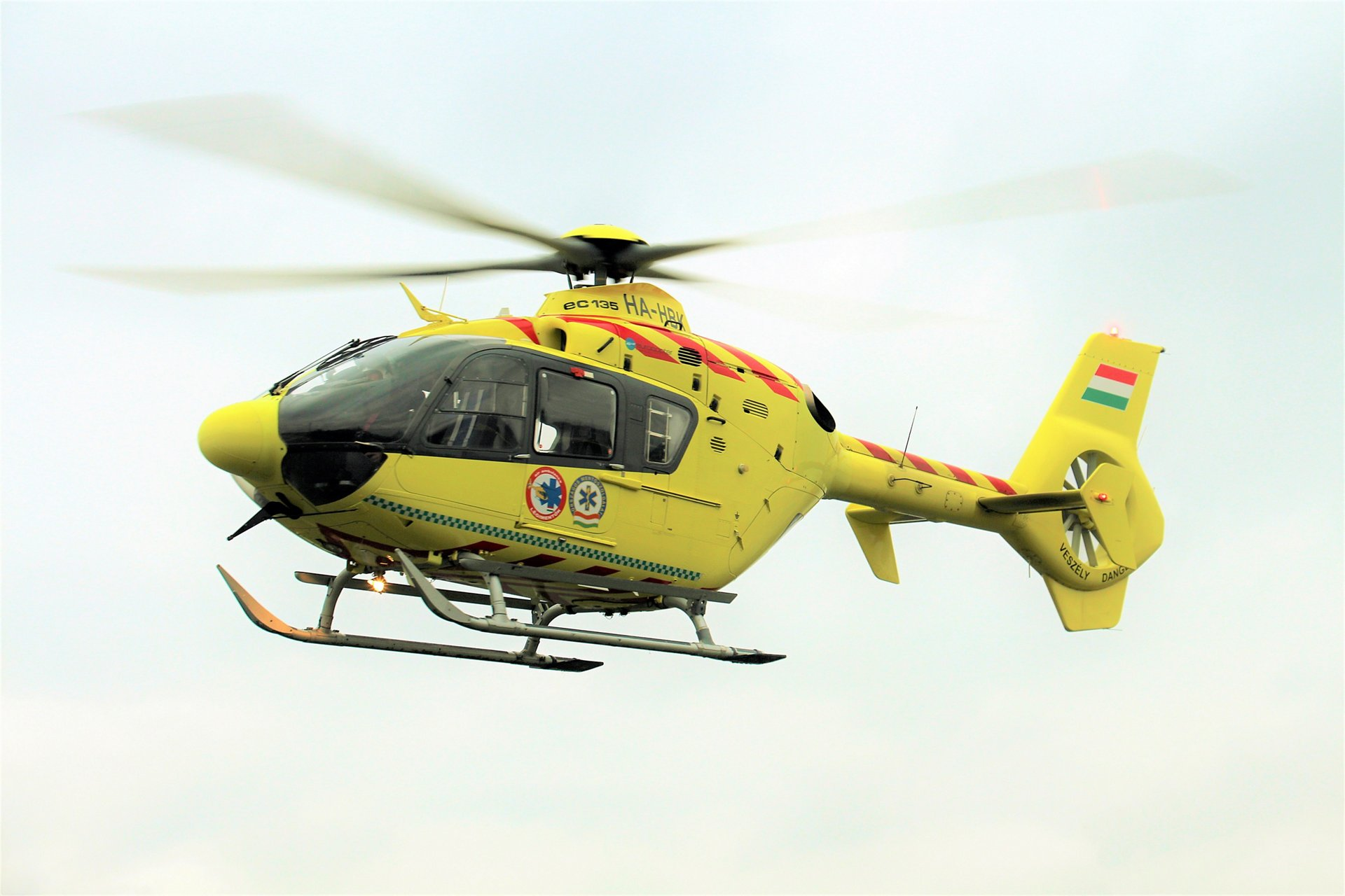 The operator, Hungarian Air Ambulance Nonprofit Ltd, has signed a three-year contract to deploy Airbus Helicopters' Connected Services for its new fleet of nine second-hand H135 helicopters, thereby digitising its entire chain of maintenance and flight operations. It is the first operator to purchase the complete end-to-end solution of connected services from Airbus, encompassing the digitisation, collection, storage, and analysis of data.