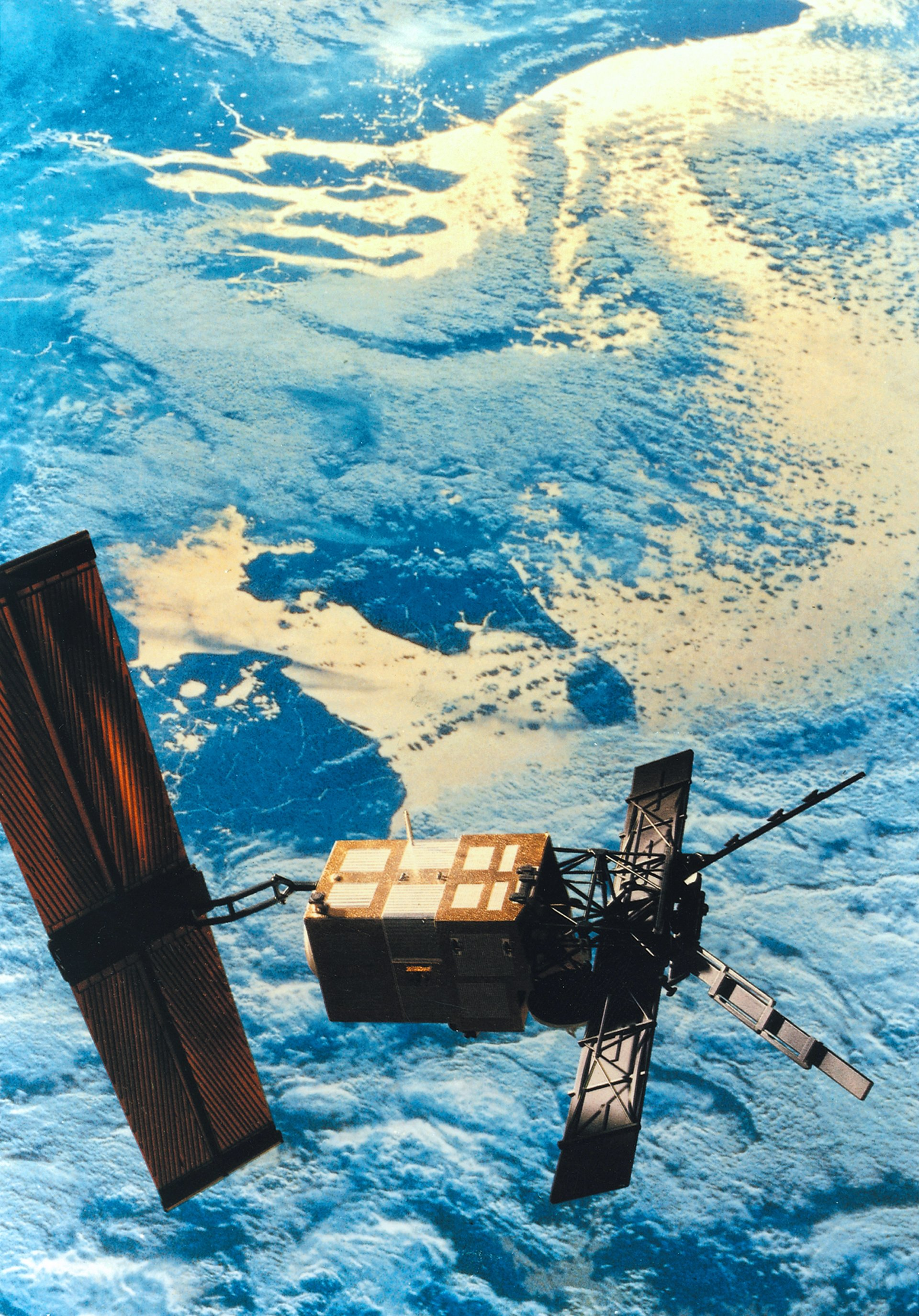 """Thirty years ago, on 17 July 1991, at exactly 03:46 (CEST), an Ariane 4 launch vehicle took off into space with the Earth observation satellite ERS-1 of the European Space Agency (ESA). The abbreviation stands for European Remote-Sensing Satellite and the """"1"""" marks it as the first of its kind. ERS-1 is the ancestor of all modern European Earth observation satellites. The ERS-1 mission marks both the beginning of ESA's modern Earth observation and the start of a long and successful remote sensing history for Airbus' space division."""