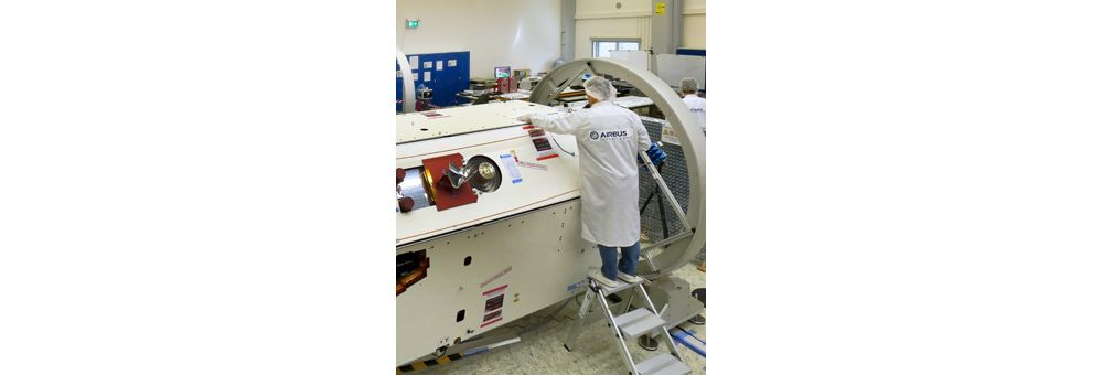 End of the construction of the first of the two GRACE-FO  satellites for NASA/JPL