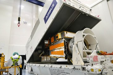 MetopSG-B-Struktur arrives at Friedrichshafen