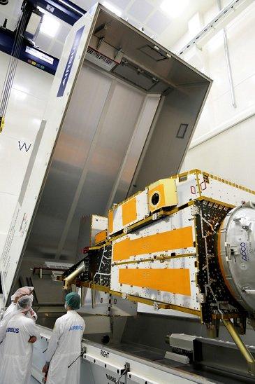 MetopSG-B-Structure arrives at Friedrichshafen