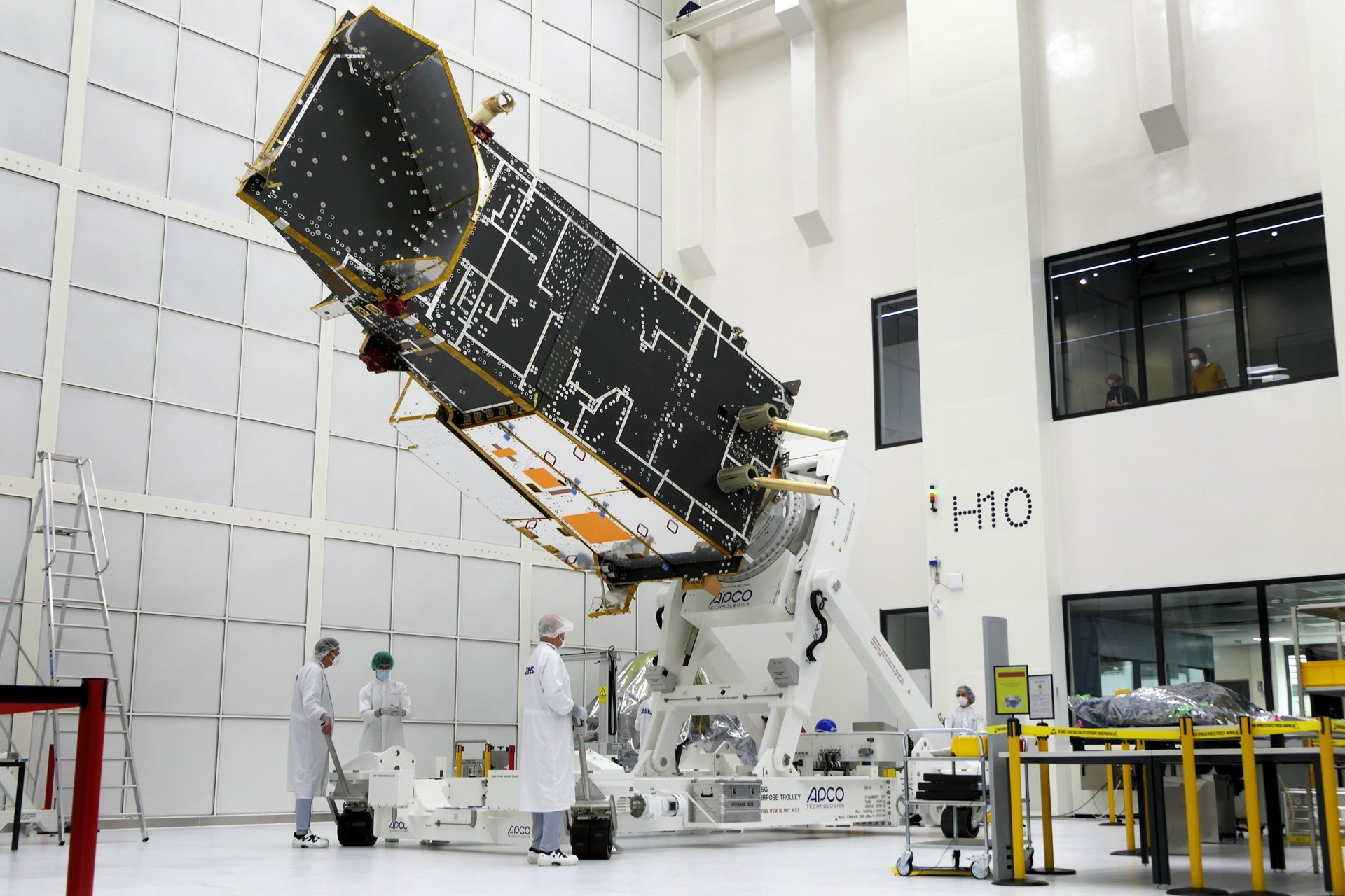 """It is six metres high, more than three metres wide, and weighs just over a tonne, and it forms the backbone of the new, second generation of polar-orbiting weather satellites. The structure for the first """"B"""" satellite of the MetOp Second Generation (MetOp-SG) series has arrived at Airbus' satellite integration centre in Friedrichshafen (Germany)."""