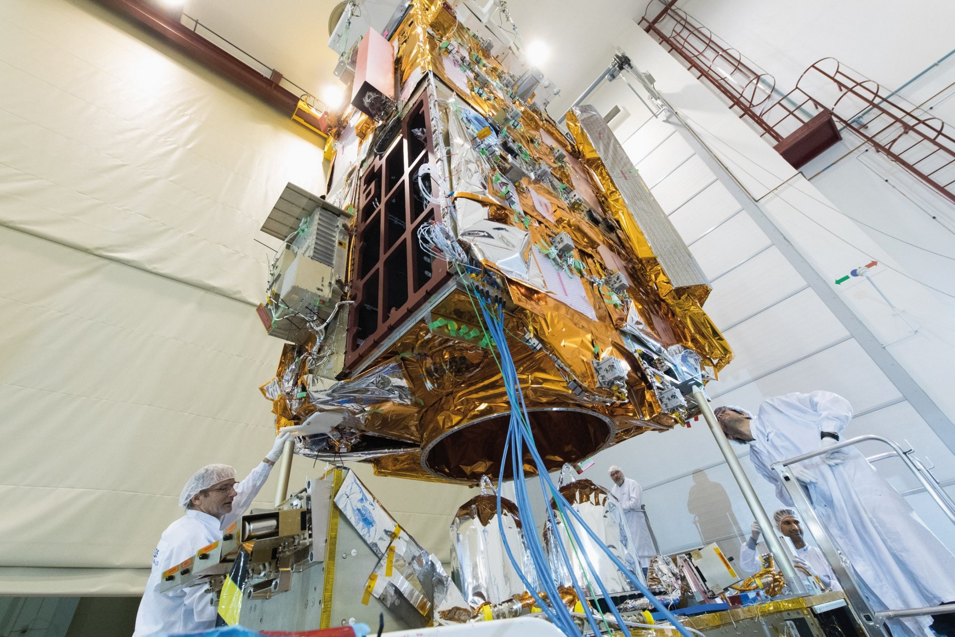 The MetOp-C satellite platform was successfully coupled to the payload in Airbus clean room in Toulouse