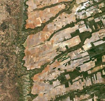 来自Sentinel-2a卫星的中东巴西图片