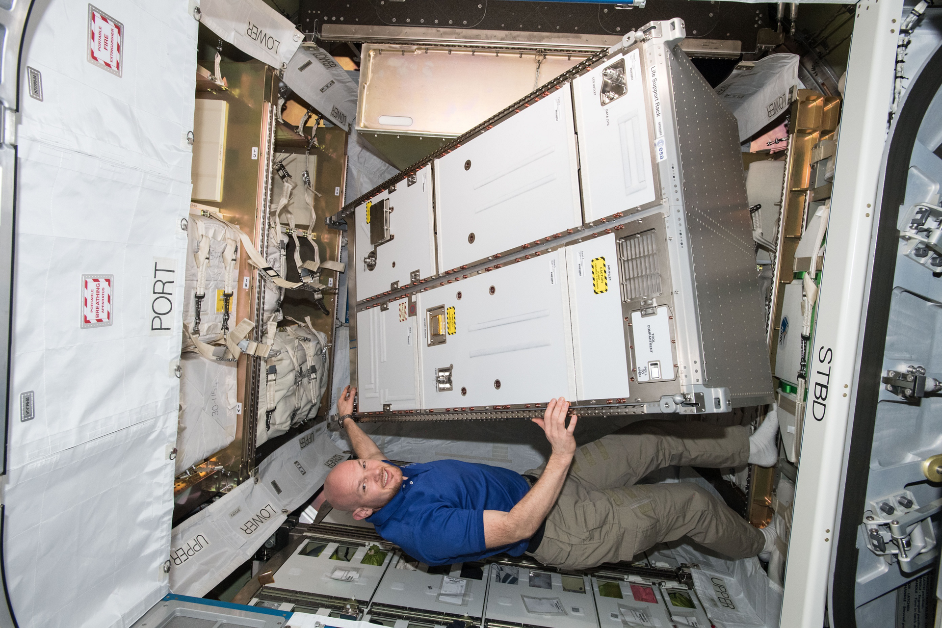Astronaut Alexander Gerst with the ACLS rack