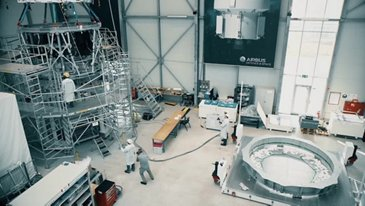 Orion ESM being moved into cleanroom in Bremen