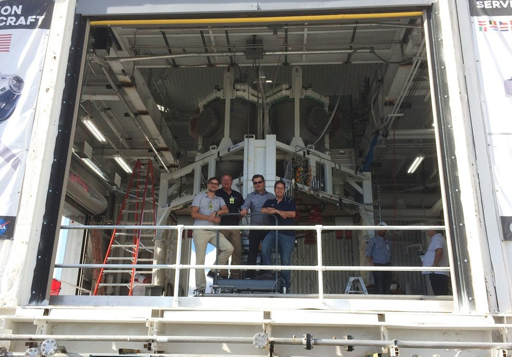 Airbus team at the NASA test centre in White Sands, New Mexico (from left to right): David Kalwar (ArianeGroup), Carl Kuehnel (Airbus DS Houston), Jan Hass and Renato Avila, both from the Orion-ESM programme.