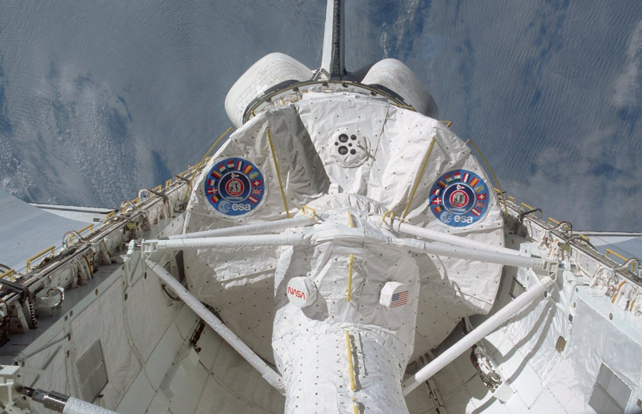 Shuttle Columbia during STS-50 with Spacelab Module LM1 and tunnel in its cargo bay