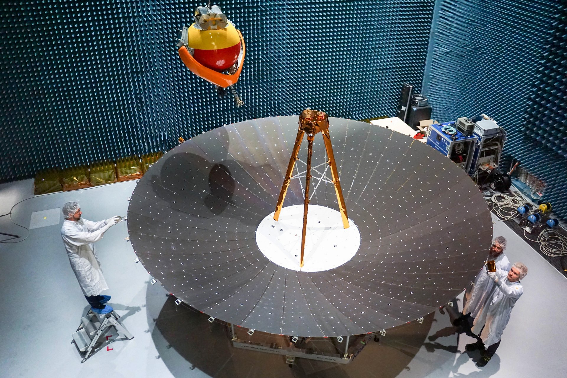 The 70 kilogram deployable reflector will help enable higher resolution from a radar instrument for Earth observation. With its exceptionally lightweight design, its stiffness and high robustness, the semi-rigid reflector technology offers significant advantages compared to classic mesh reflectors.