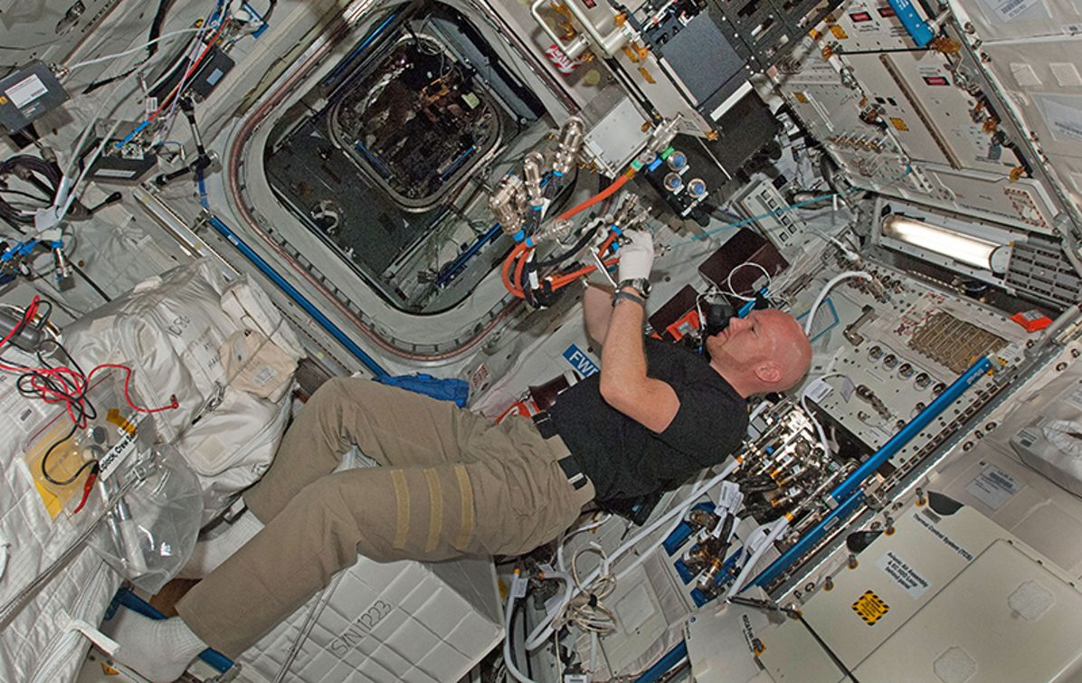 German astronaut Alexander Gerst starting to reinstall Geoflow in the ISS
