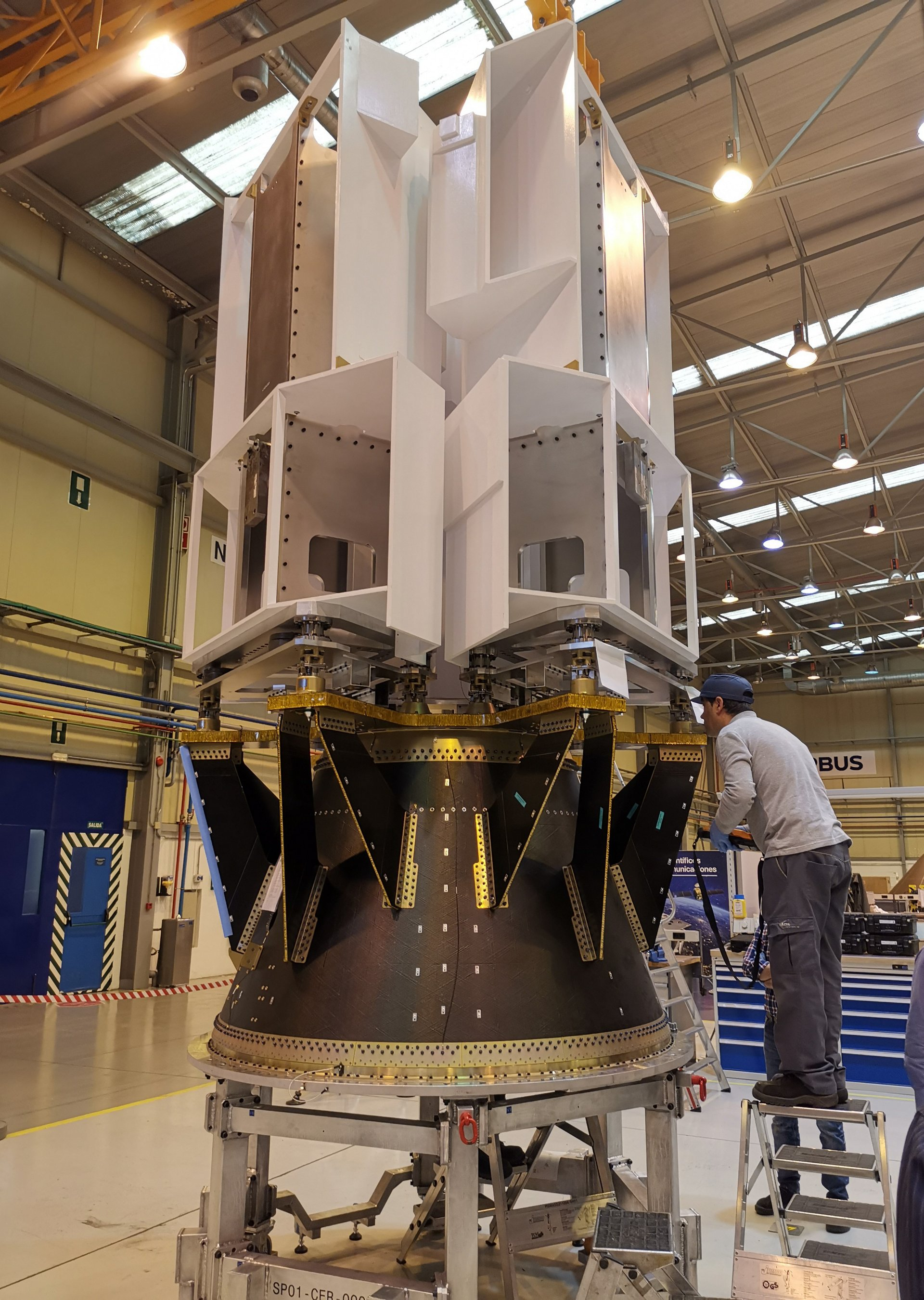 Dispensers are structures that facilitate the launch of two or more satellites into orbit in a single launch. This structure maintains the three CERES satellites in the VEGA launcher and releases them once they have reached the desired orbital position.