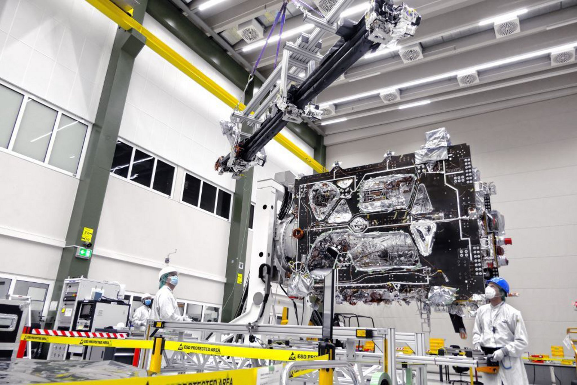 JUICE, the European Space Agency's JUpiter ICy moons Explorer mission, has successfully passed its latest milestone: space engineers at Airbus' satellite integration centre in Friedrichshafen (Germany) have attached the magnetometer boom (MAGBOOM) to the spacecraft.
