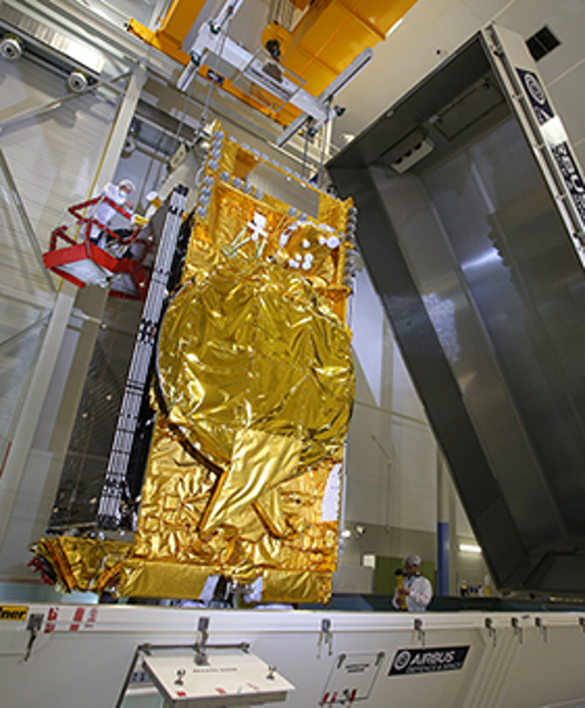 DirecTV 15, the most powerful US broadcast satellite, leaving Airbus 's cleanrooms in Toulouse (France) to Kourou