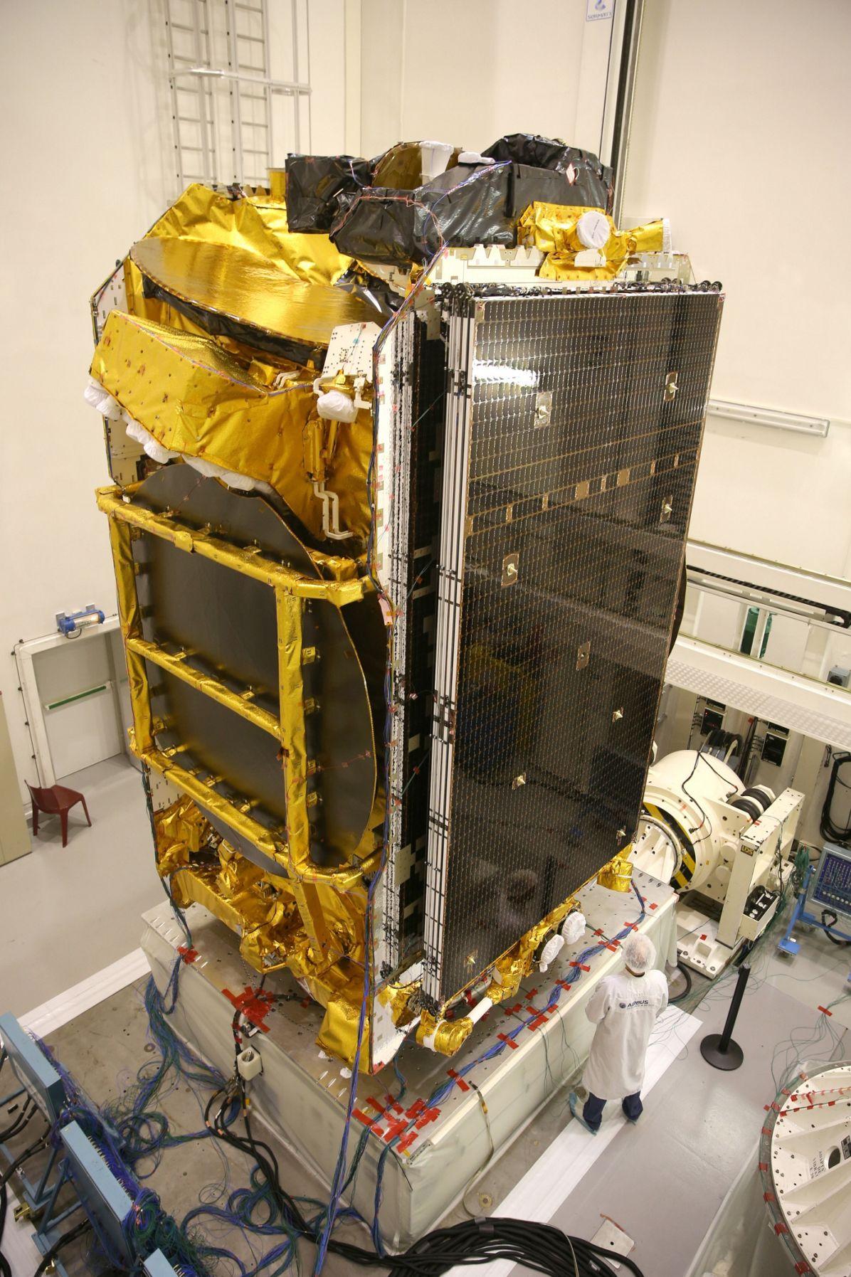 Eutelsat 172B 004