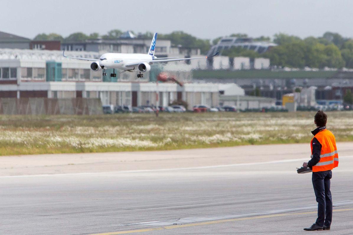 A350 XWB scale model first flight 2
