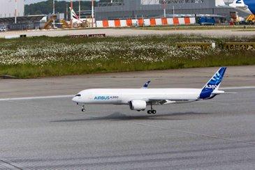 A350 XWB scale model first flight 3