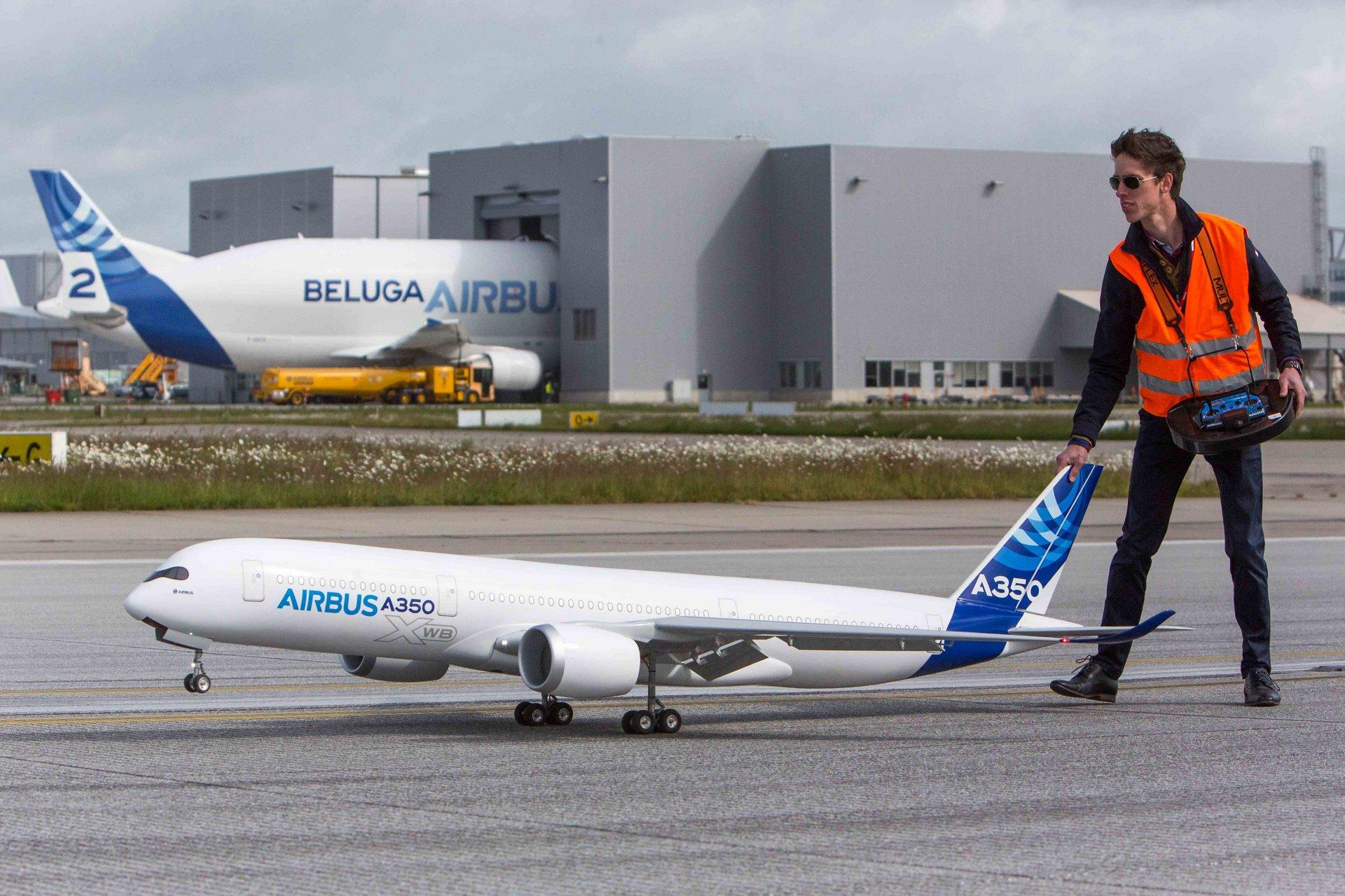 A350 XWB scale model first flight 4